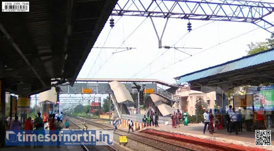 Commuters Risk Life by Crossing Railway Track at Howrah's Belur Regularly [VIDEO]