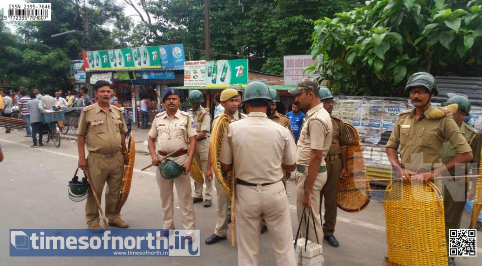 Darjeeling More Turns Violent As Police Tried to Evict Hawkers Without Notice [VIDEO]