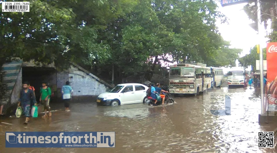 Rain Stopped But Water Logging Creating Huge Problems for the Daily Passengers at Santragachi [VIDEO]