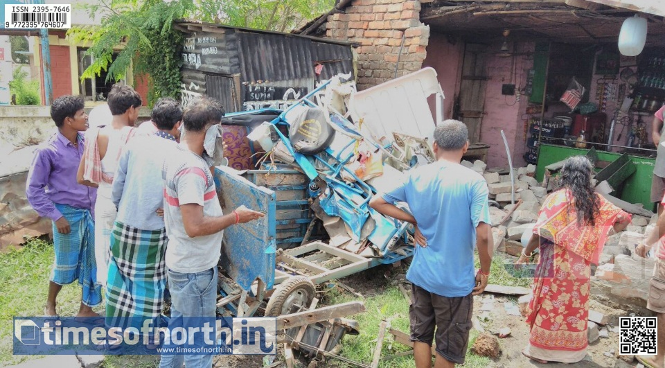 Uncontrolled Truck Crashed with a Bus, E- Rickshaw and a Tea Stall at Tamluk