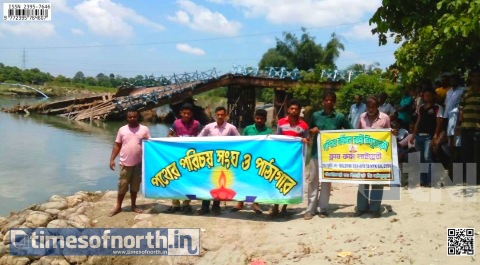 Road Blockade at NH 31 of Falakata Demanding Across River Transportation