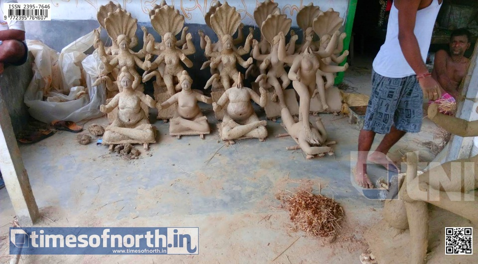 Plight of Clay Artist of Dakkhin Dinajpur is Alarming Before Manasha Puja, Durga Puja is Still Arriving