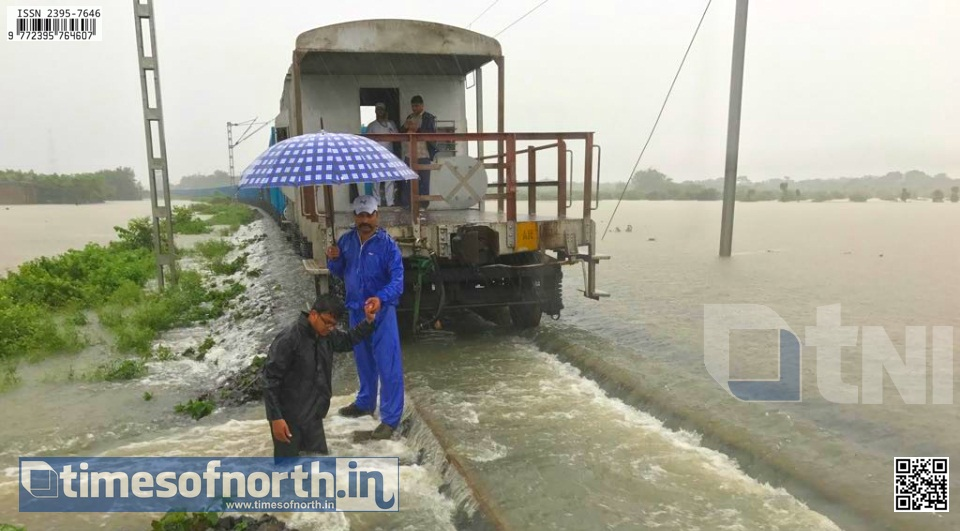 North Bengal Cut off Due to Water Logging at Kishanganj Rail Station [VIDEO]