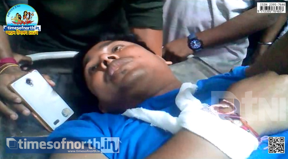 Customs Officer Beat up Journalist at Mekhliganj During News Collection [VIDEO]